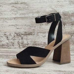 ⚀NWT Gianni Bini Leather Block Heel Sandal